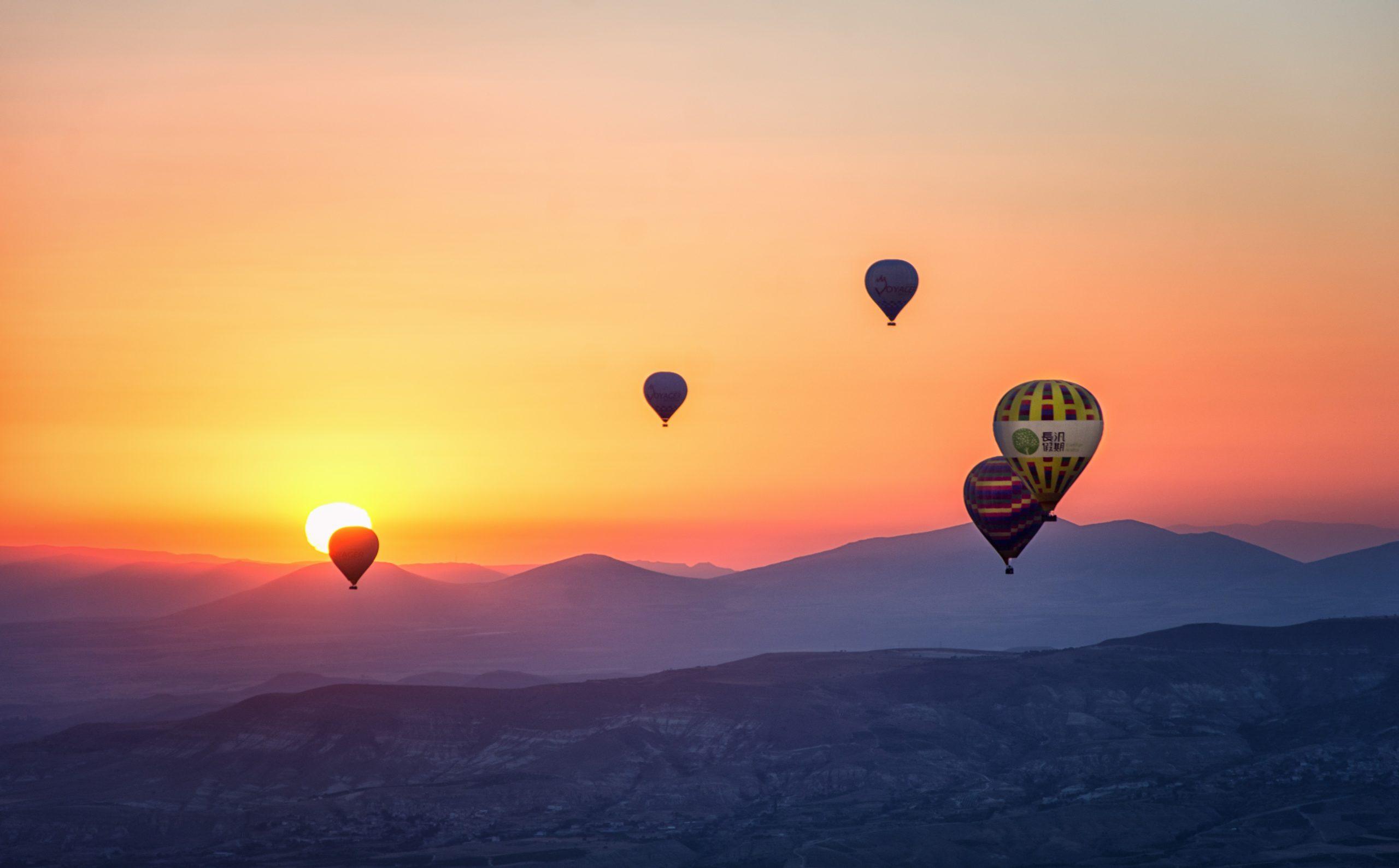 気球と夕焼け